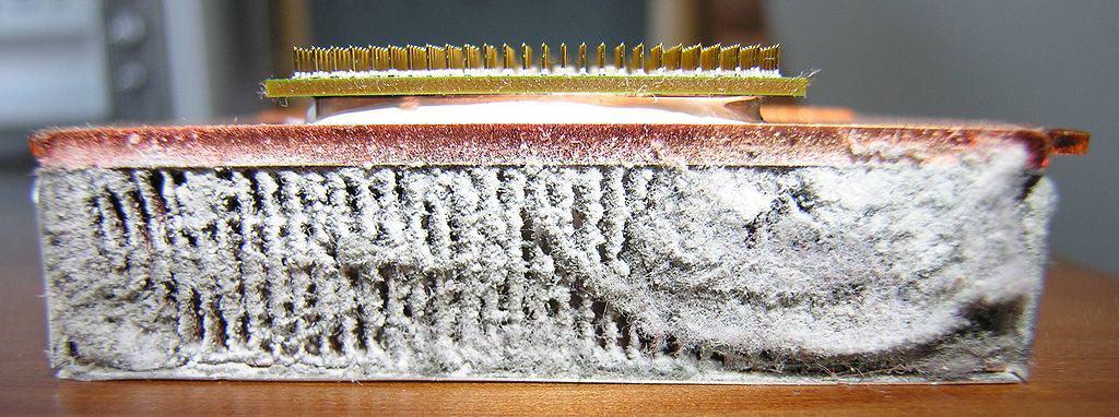 photo of a CPU on a dusty heatsink